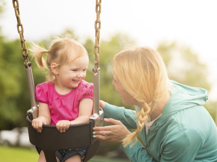seguridad de contratar una niñera